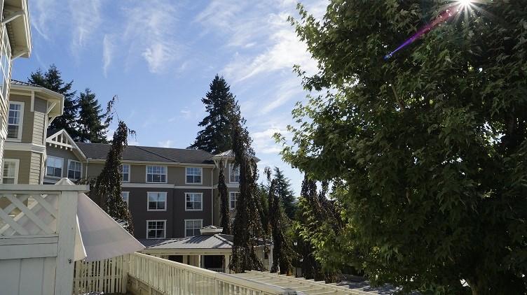 Condo Apartment at 201 960 LYNN VALLEY ROAD, Unit 201, North Vancouver, British Columbia. Image 8