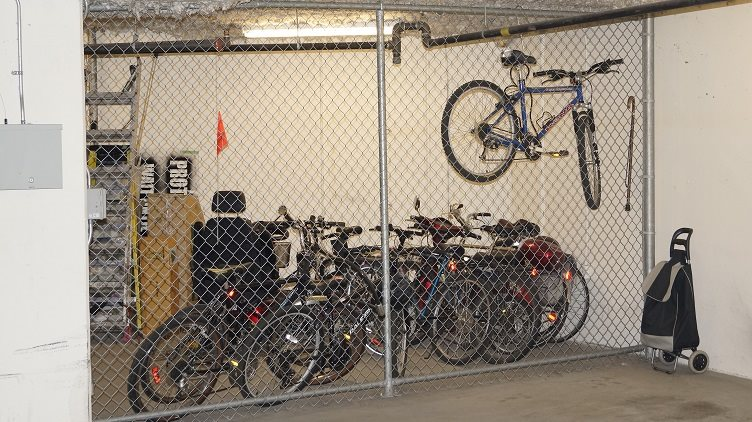 Condo Apartment at 201 960 LYNN VALLEY ROAD, Unit 201, North Vancouver, British Columbia. Image 18