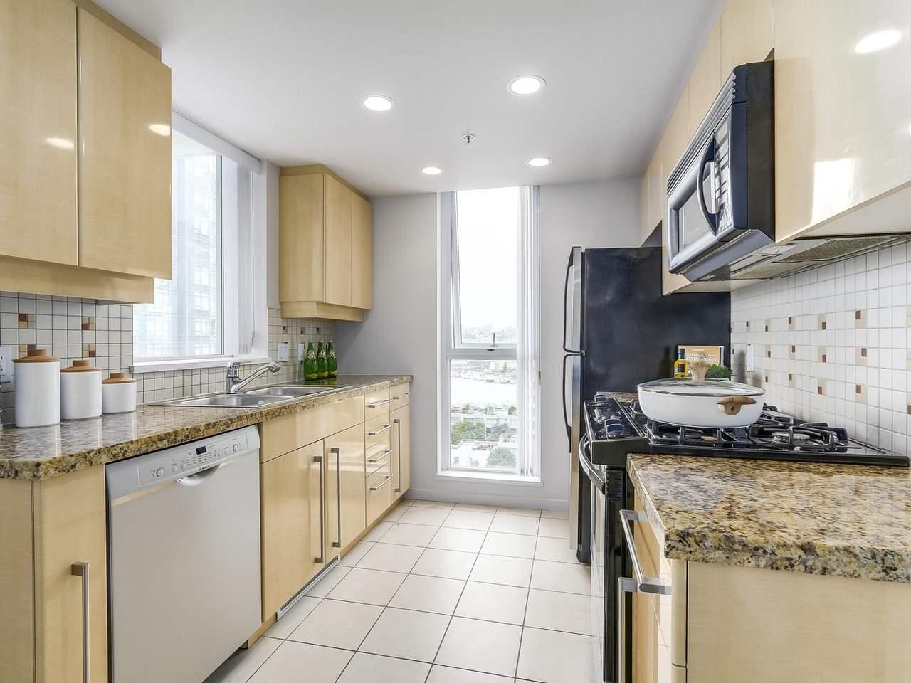 Condo Apartment at 1102 1408 STRATHMORE MEWS, Unit 1102, Vancouver West, British Columbia. Image 8