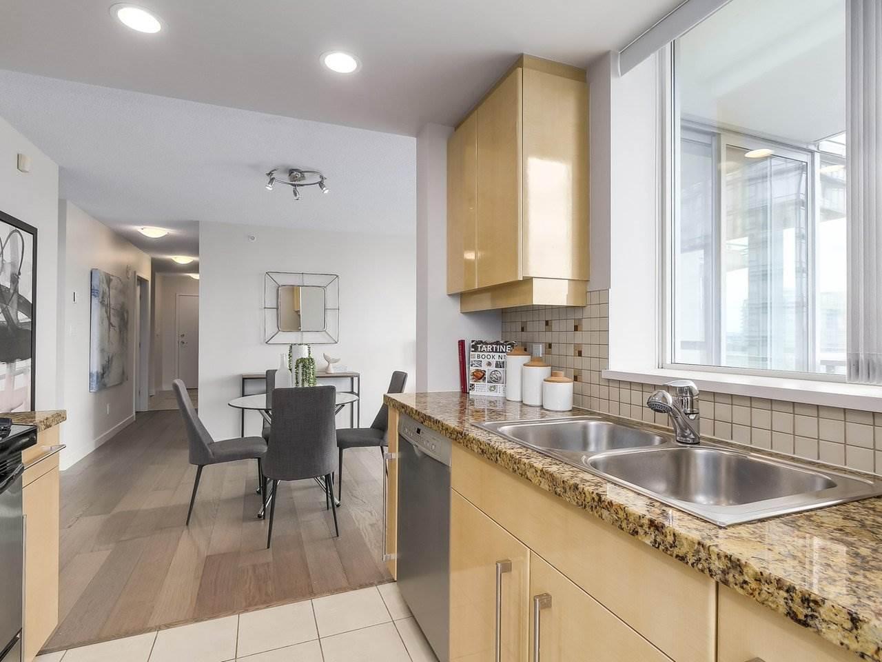 Condo Apartment at 1102 1408 STRATHMORE MEWS, Unit 1102, Vancouver West, British Columbia. Image 9