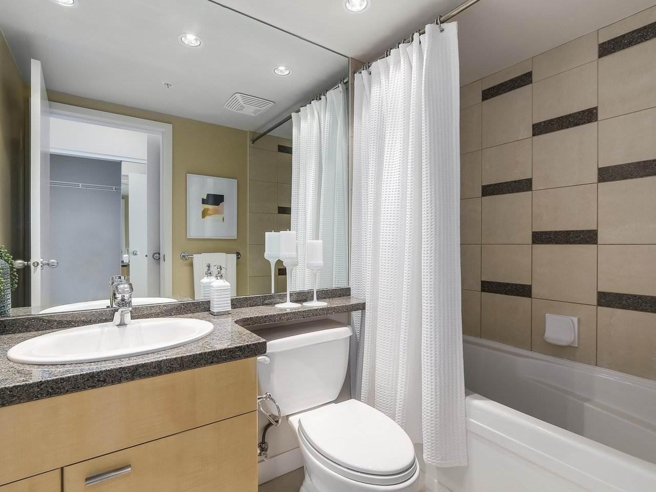 Condo Apartment at 1102 1408 STRATHMORE MEWS, Unit 1102, Vancouver West, British Columbia. Image 12