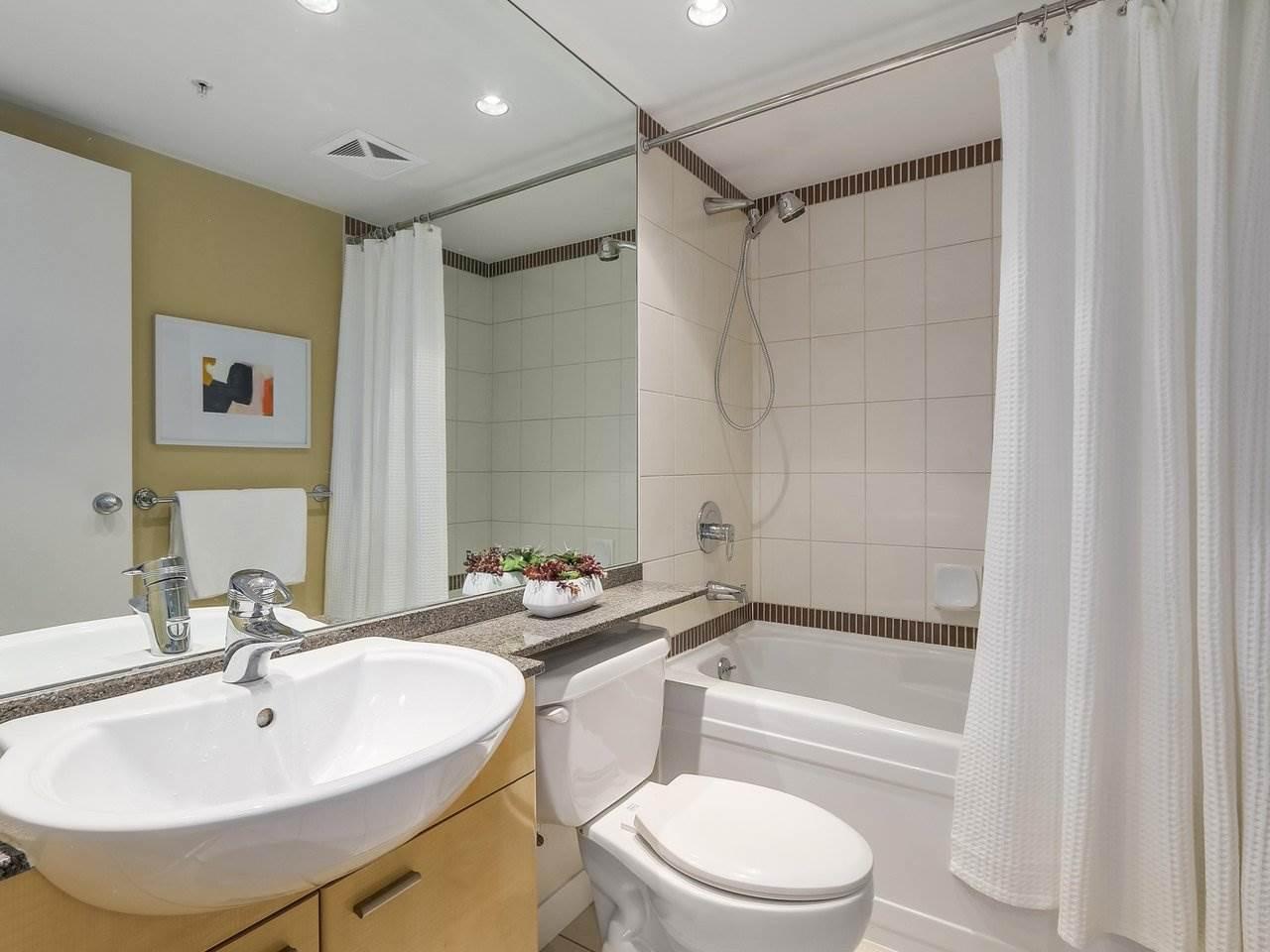 Condo Apartment at 1102 1408 STRATHMORE MEWS, Unit 1102, Vancouver West, British Columbia. Image 14