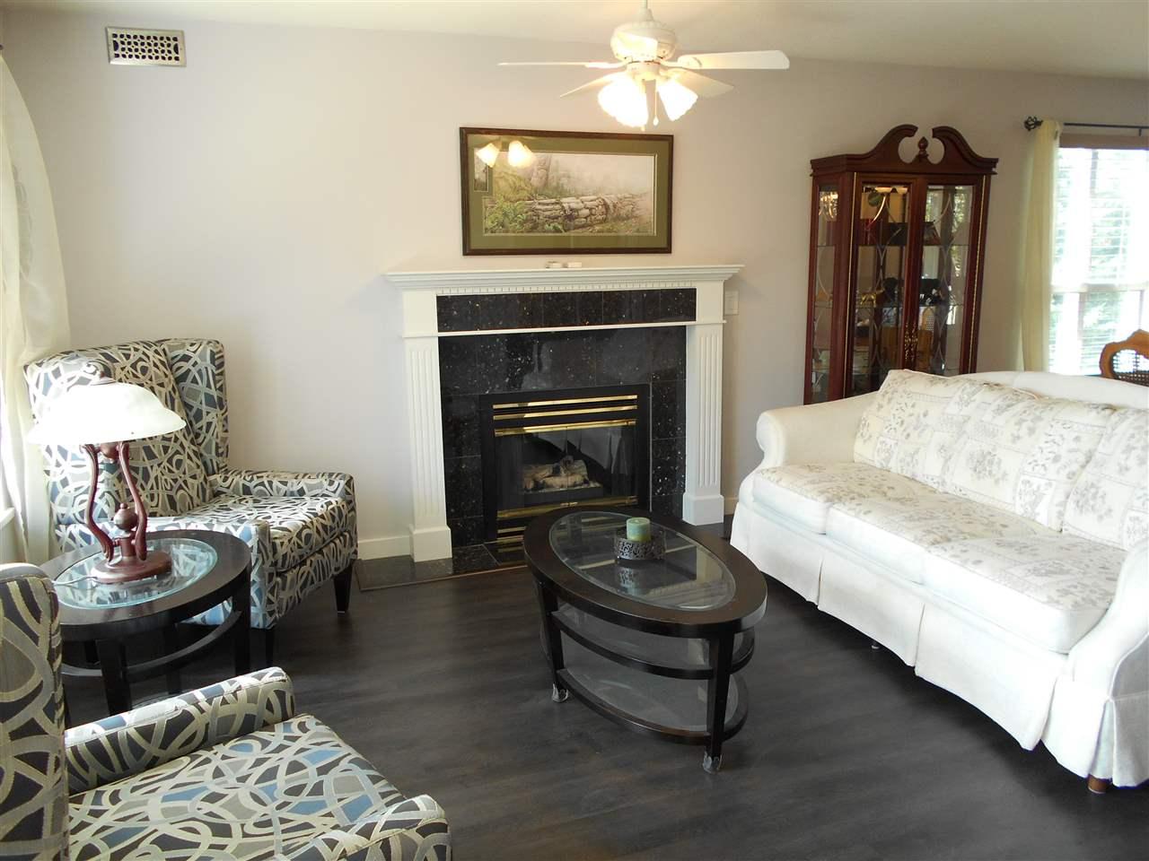 Condo Apartment at 207 13870 70 AVENUE, Unit 207, Surrey, British Columbia. Image 4