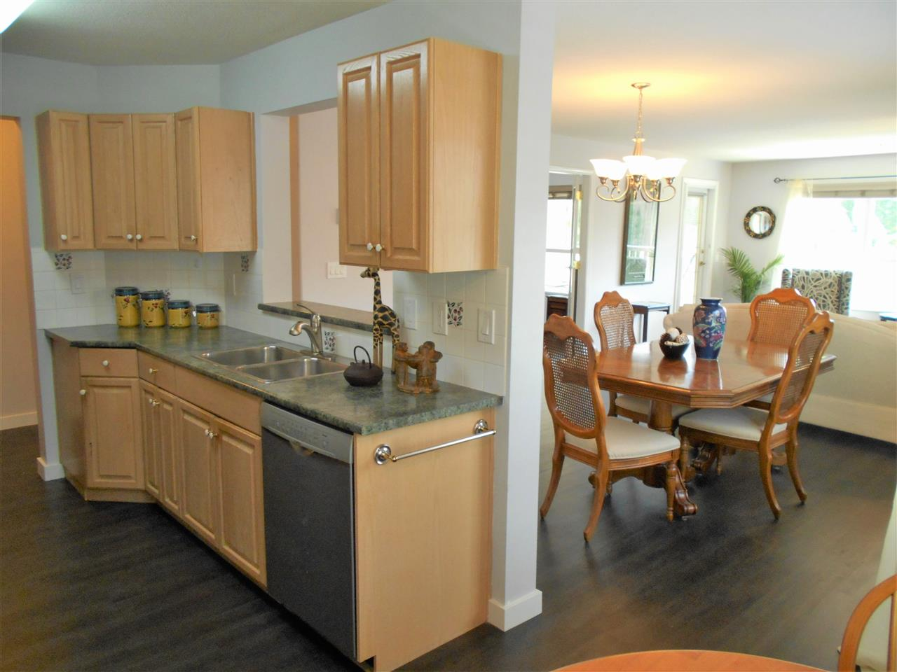 Condo Apartment at 207 13870 70 AVENUE, Unit 207, Surrey, British Columbia. Image 6
