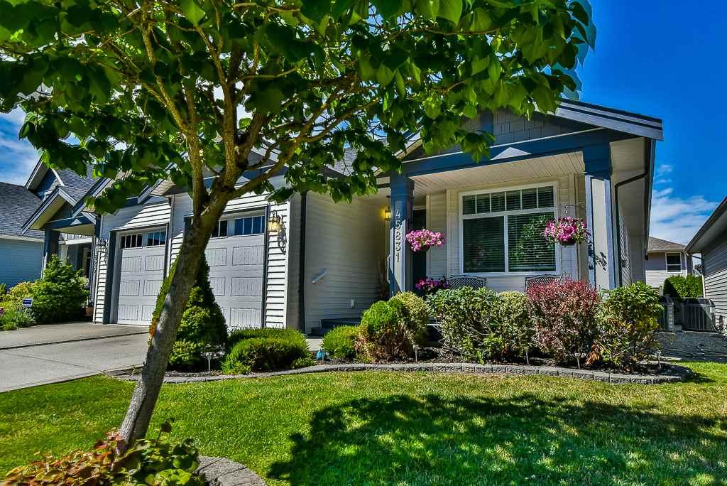 Half-duplex at 45831 FOXRIDGE CRESCENT, Sardis, British Columbia. Image 2