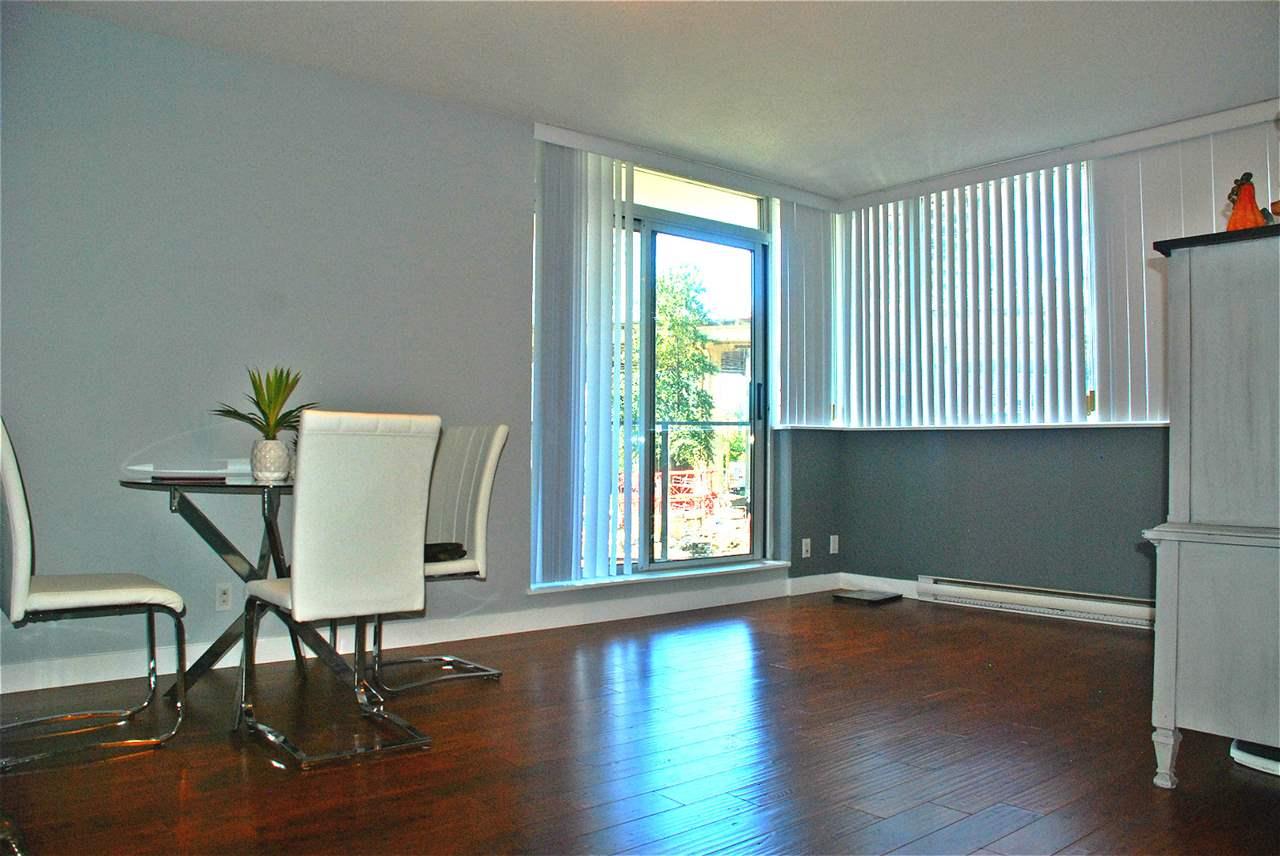 Condo Apartment at 301 583 BEACH CRESCENT, Unit 301, Vancouver West, British Columbia. Image 7