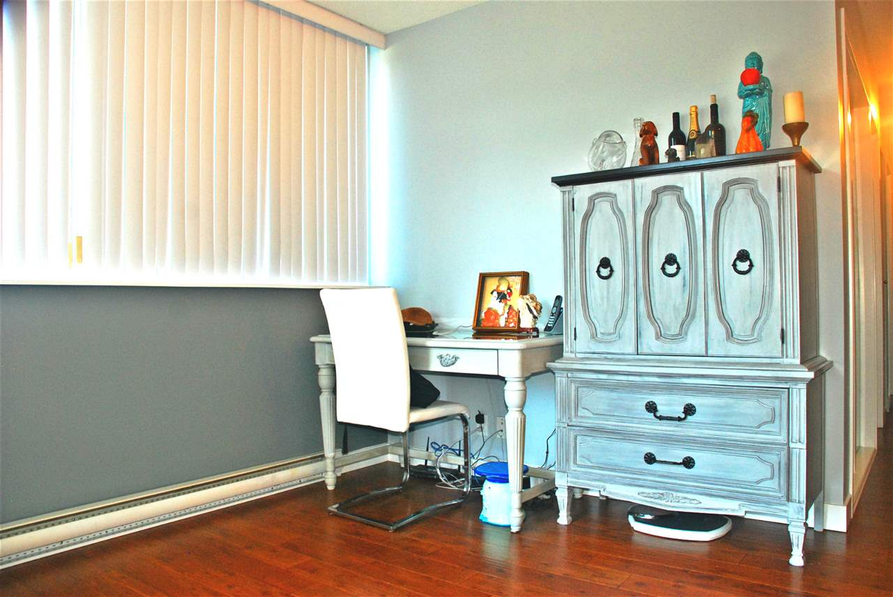 Condo Apartment at 301 583 BEACH CRESCENT, Unit 301, Vancouver West, British Columbia. Image 8
