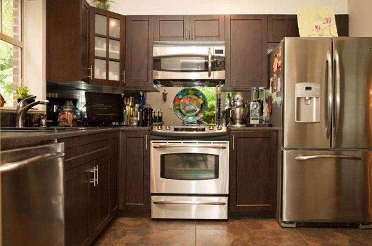 Condo Apartment at 305 2059 CHESTERFIELD AVENUE, Unit 305, North Vancouver, British Columbia. Image 4