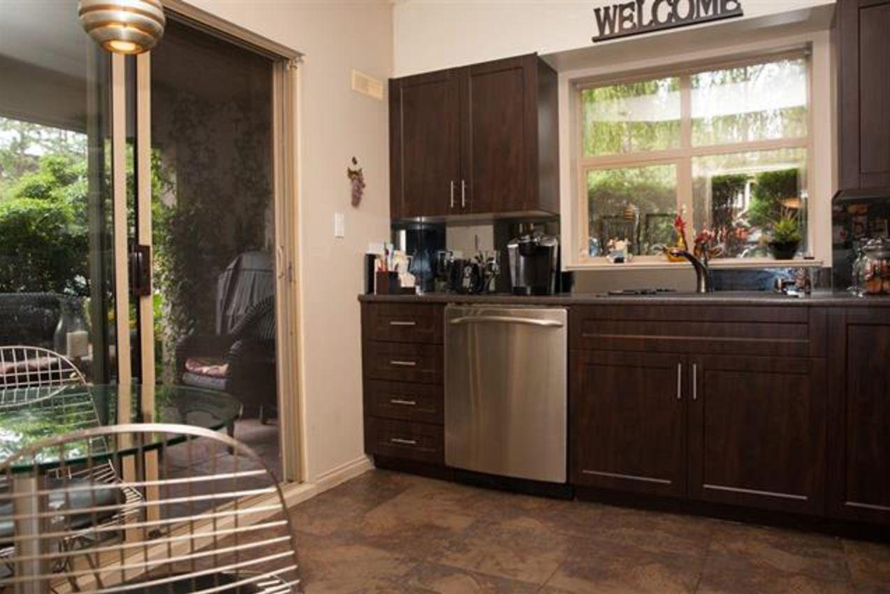 Condo Apartment at 305 2059 CHESTERFIELD AVENUE, Unit 305, North Vancouver, British Columbia. Image 5