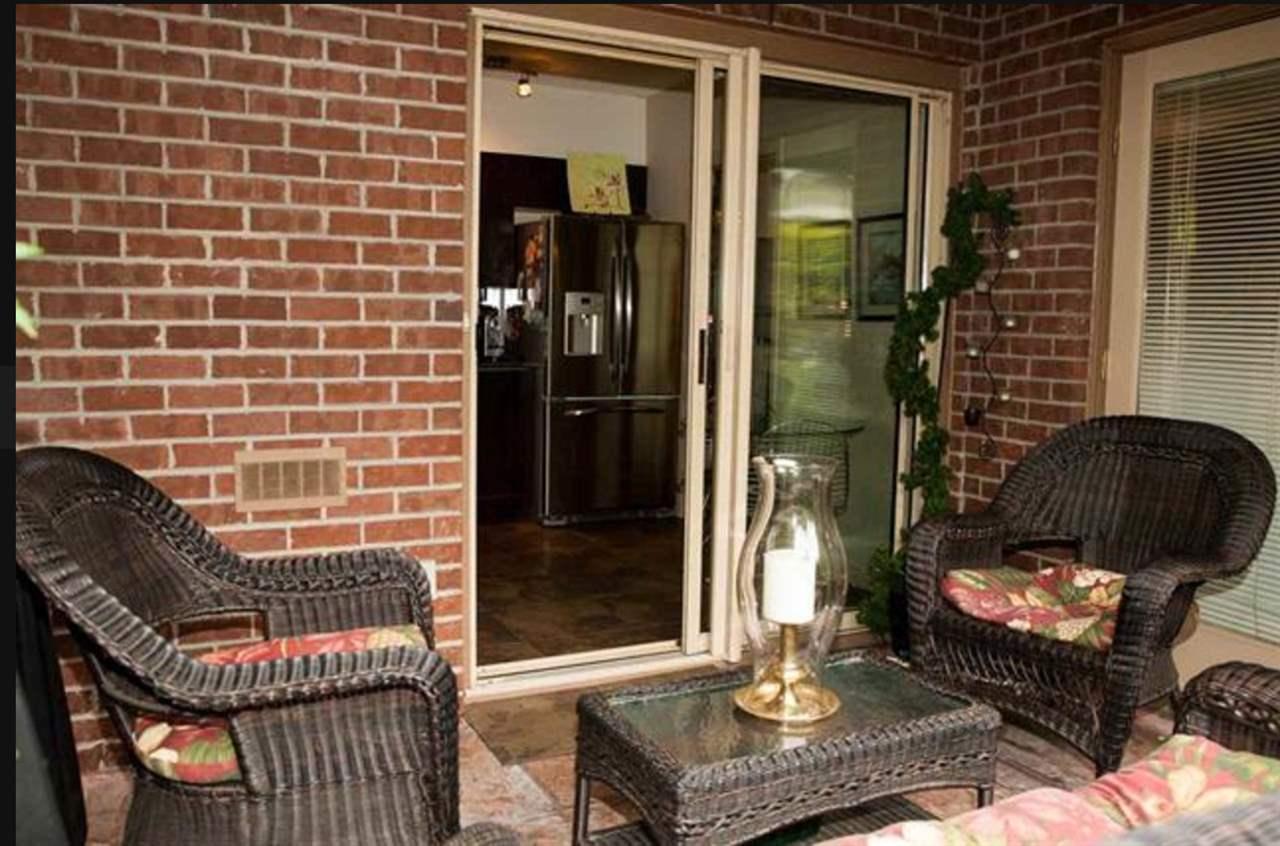 Condo Apartment at 305 2059 CHESTERFIELD AVENUE, Unit 305, North Vancouver, British Columbia. Image 6
