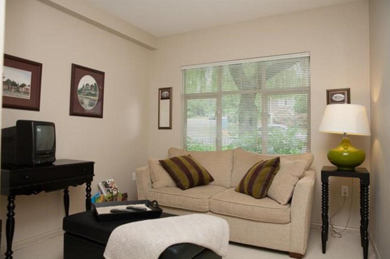 Condo Apartment at 305 2059 CHESTERFIELD AVENUE, Unit 305, North Vancouver, British Columbia. Image 9