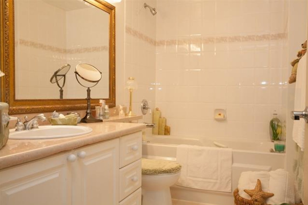 Condo Apartment at 305 2059 CHESTERFIELD AVENUE, Unit 305, North Vancouver, British Columbia. Image 10