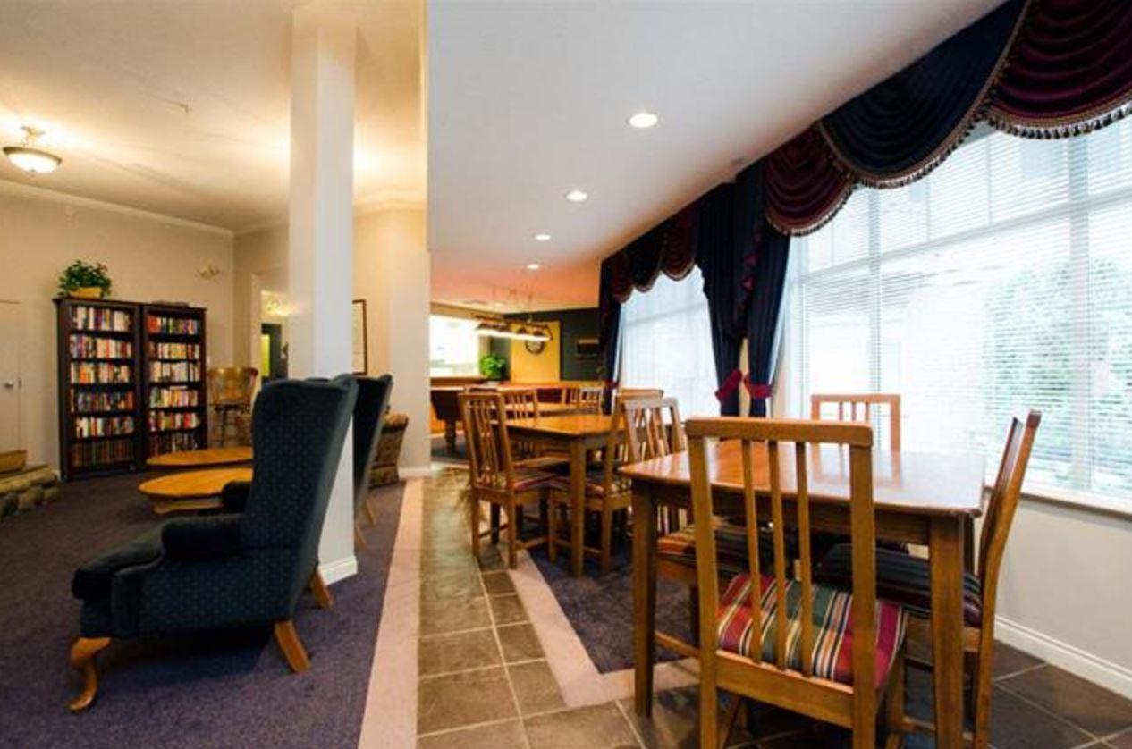 Condo Apartment at 305 2059 CHESTERFIELD AVENUE, Unit 305, North Vancouver, British Columbia. Image 13