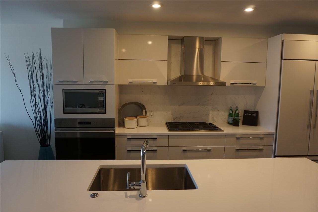 Condo Apartment at 203 1150 OXFORD STREET, Unit 203, South Surrey White Rock, British Columbia. Image 11