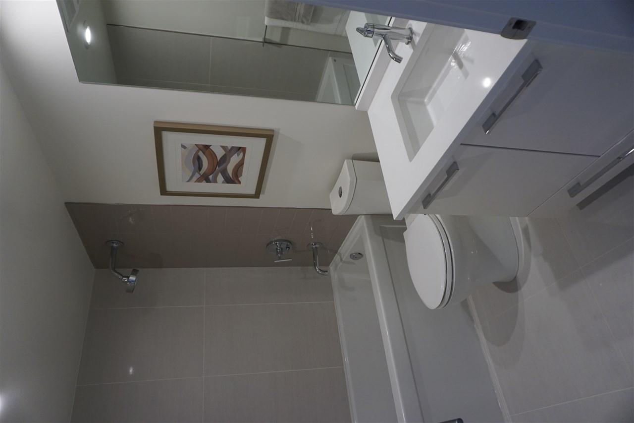 Condo Apartment at 203 1150 OXFORD STREET, Unit 203, South Surrey White Rock, British Columbia. Image 17
