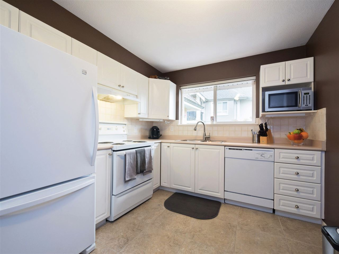 Condo Apartment at 301 1558 GRANT AVENUE, Unit 301, Port Coquitlam, British Columbia. Image 8