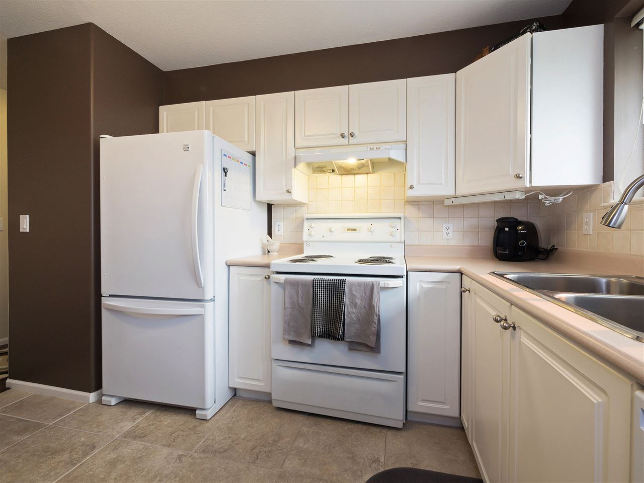 Condo Apartment at 301 1558 GRANT AVENUE, Unit 301, Port Coquitlam, British Columbia. Image 9