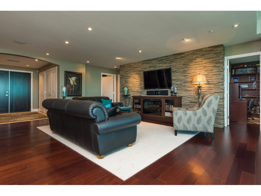 Condo Apartment at 1002 14824 NORTH BLUFF ROAD, Unit 1002, South Surrey White Rock, British Columbia. Image 4