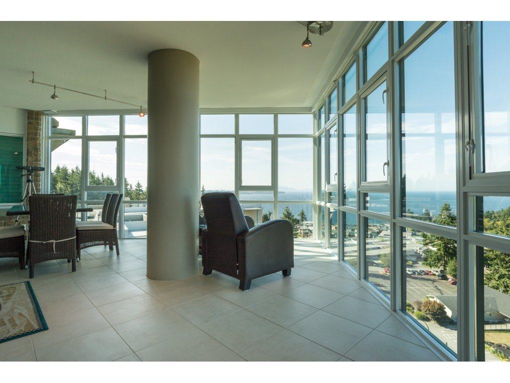 Condo Apartment at 1002 14824 NORTH BLUFF ROAD, Unit 1002, South Surrey White Rock, British Columbia. Image 19