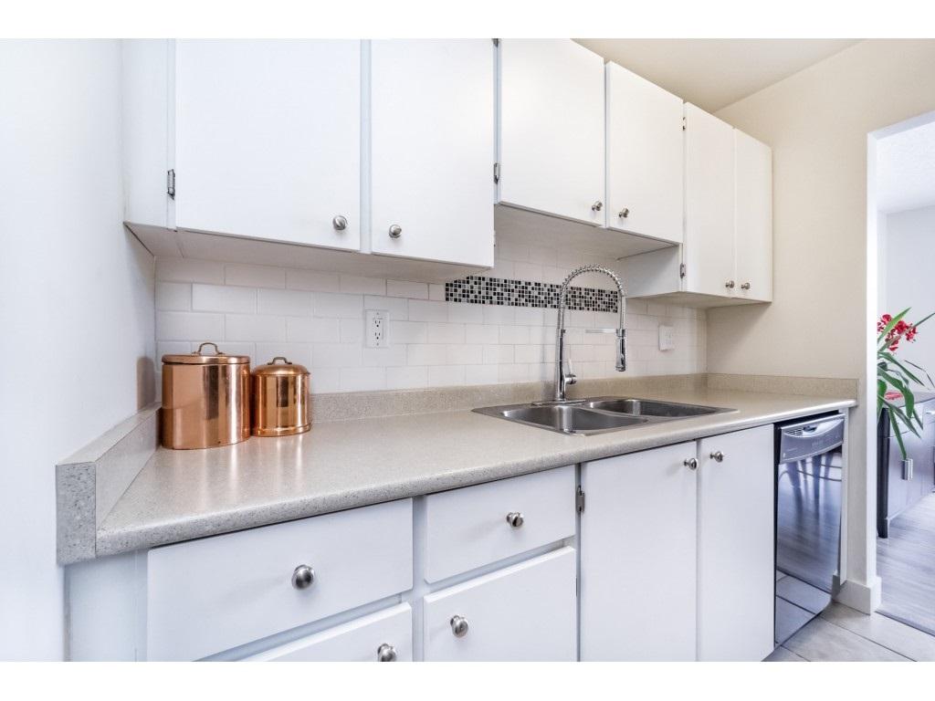 Condo Apartment at 306 5700 200 STREET, Unit 306, Langley, British Columbia. Image 11