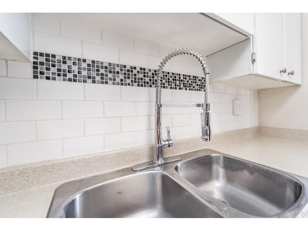 Condo Apartment at 306 5700 200 STREET, Unit 306, Langley, British Columbia. Image 12