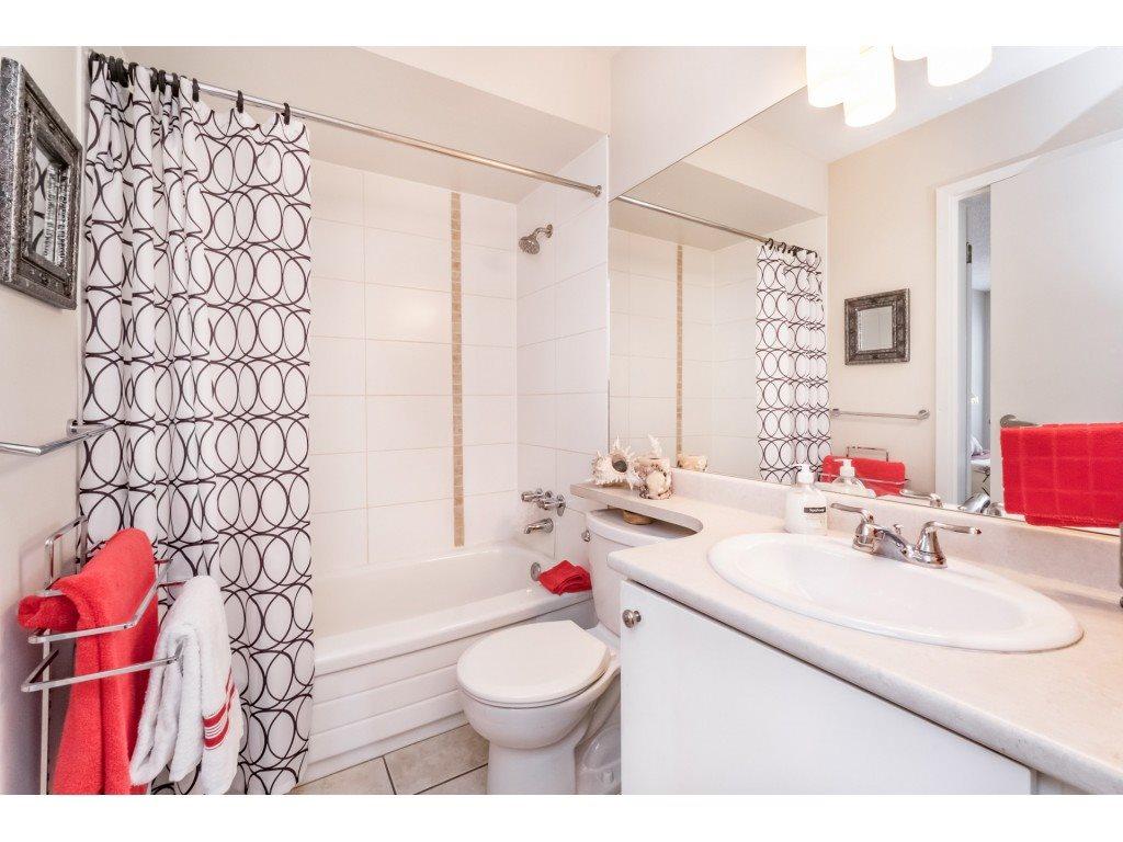 Condo Apartment at 306 5700 200 STREET, Unit 306, Langley, British Columbia. Image 16