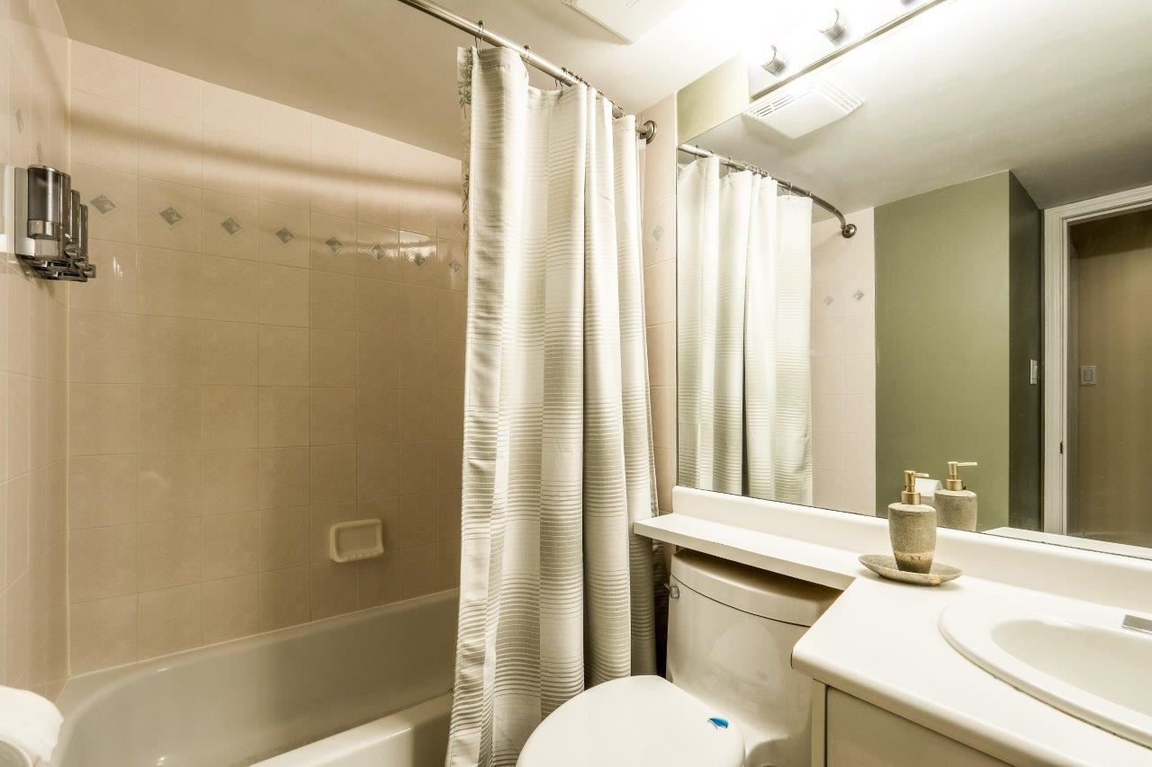 Condo Apartment at 5 2425 EDGEMONT BOULEVARD, Unit 5, North Vancouver, British Columbia. Image 15