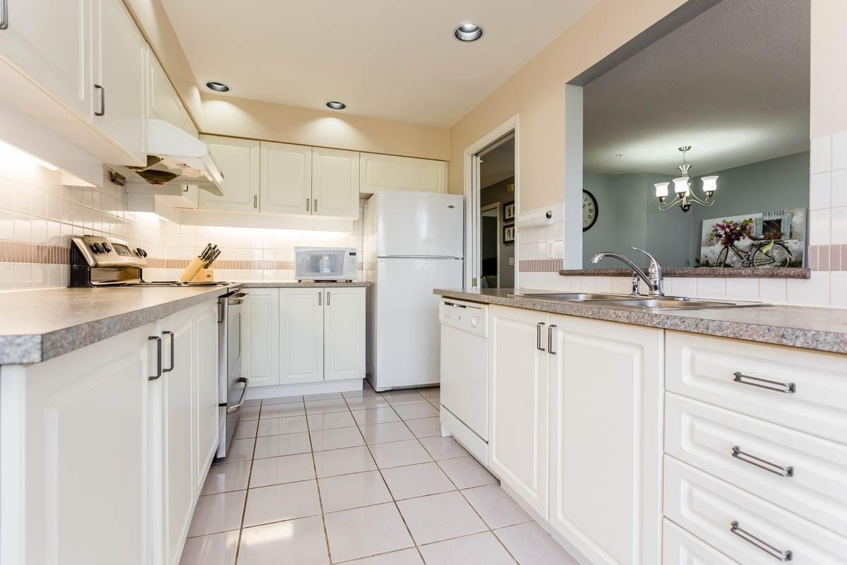 Condo Apartment at 208 7168 OAK STREET, Unit 208, Vancouver West, British Columbia. Image 2