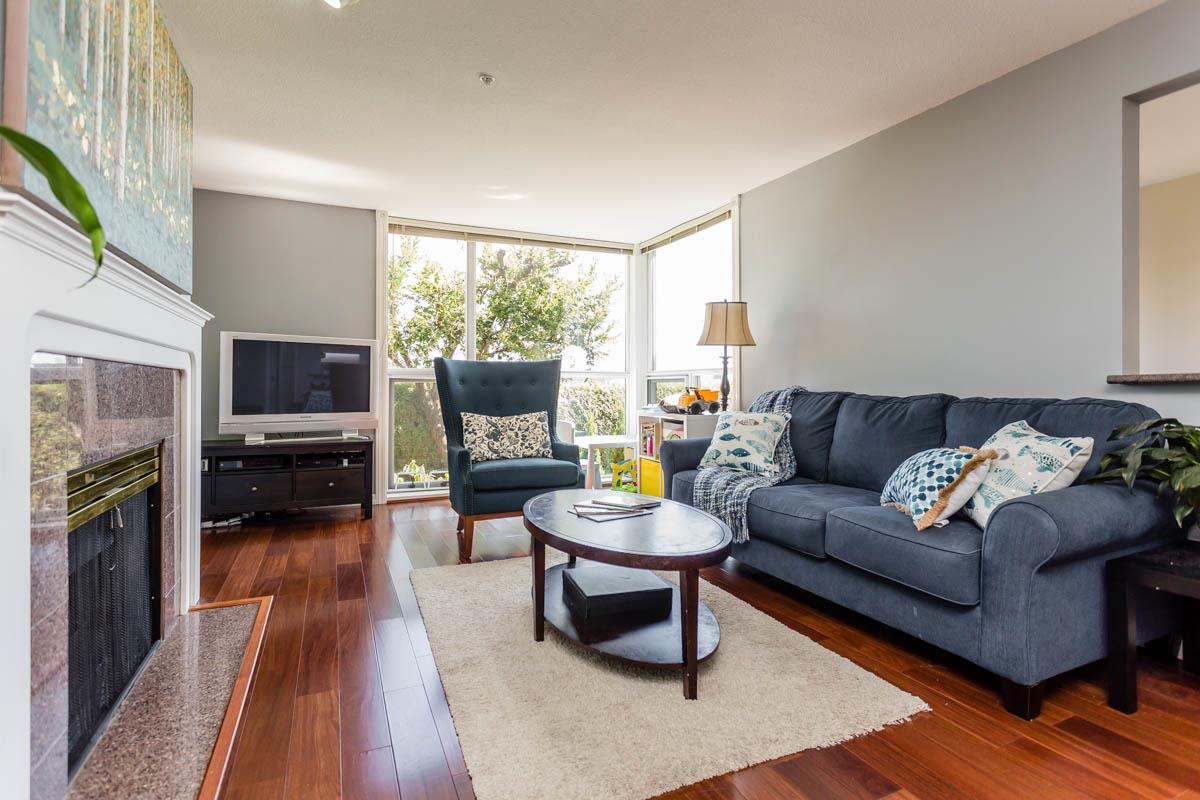 Condo Apartment at 208 7168 OAK STREET, Unit 208, Vancouver West, British Columbia. Image 3