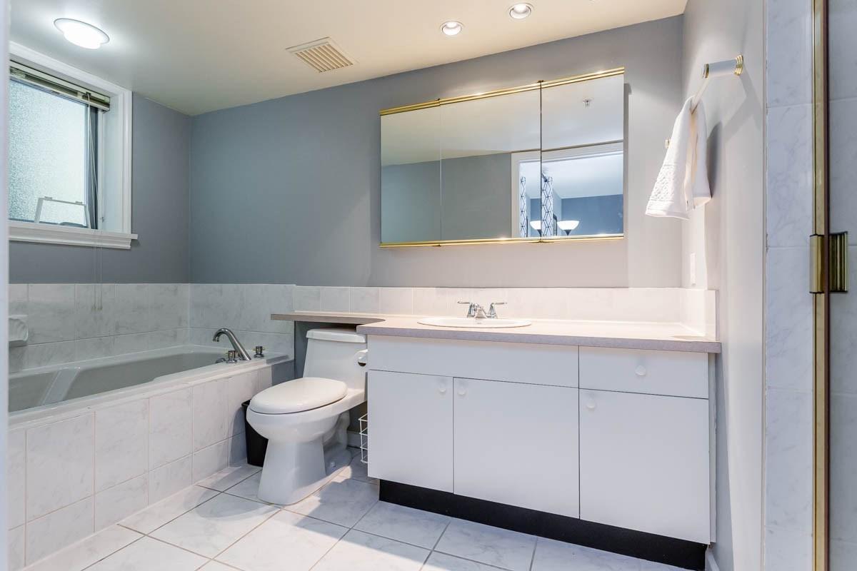 Condo Apartment at 208 7168 OAK STREET, Unit 208, Vancouver West, British Columbia. Image 9