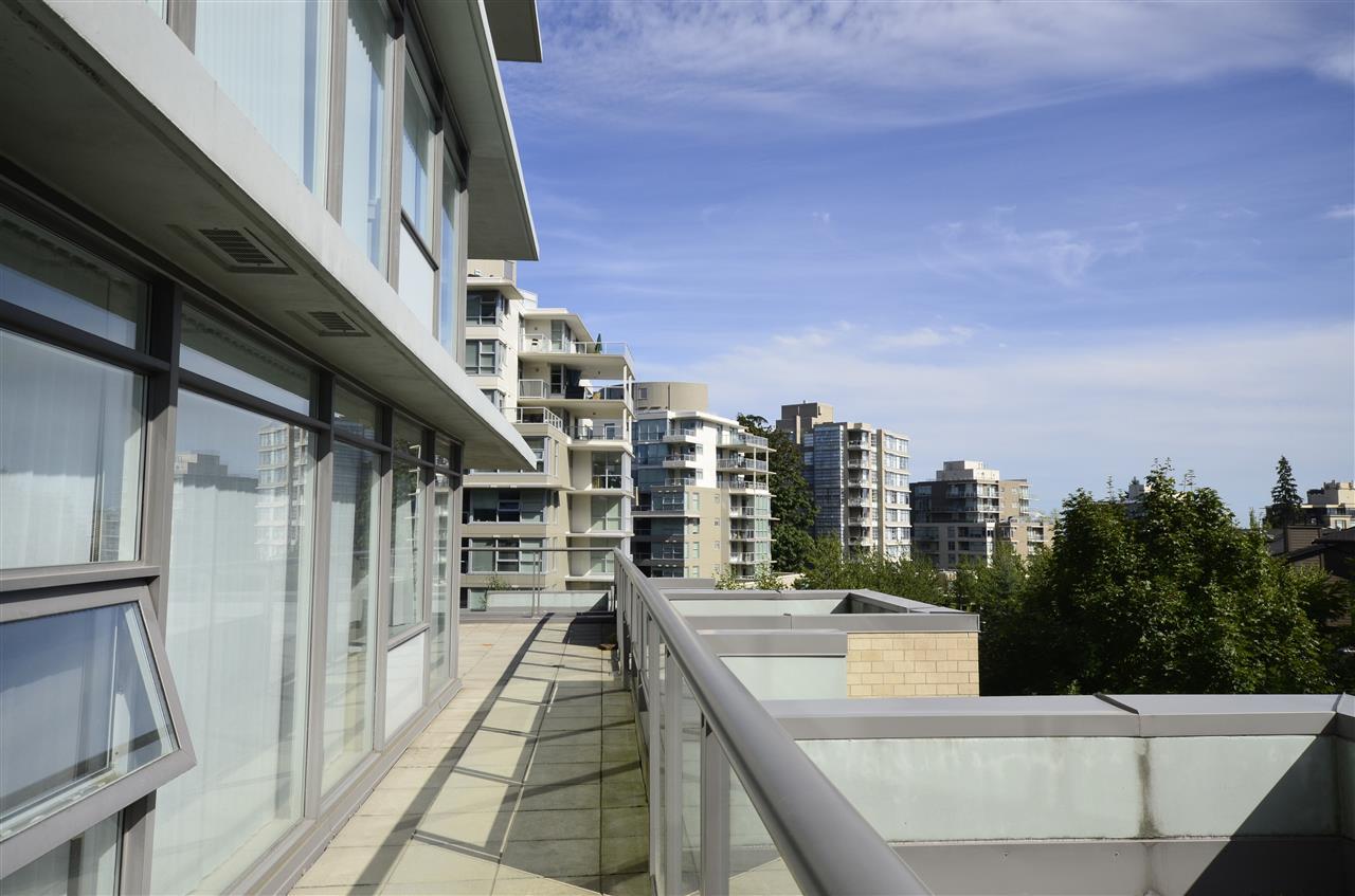 Condo Apartment at 306 9222 UNIVERSITY CRESCENT, Unit 306, Burnaby North, British Columbia. Image 9