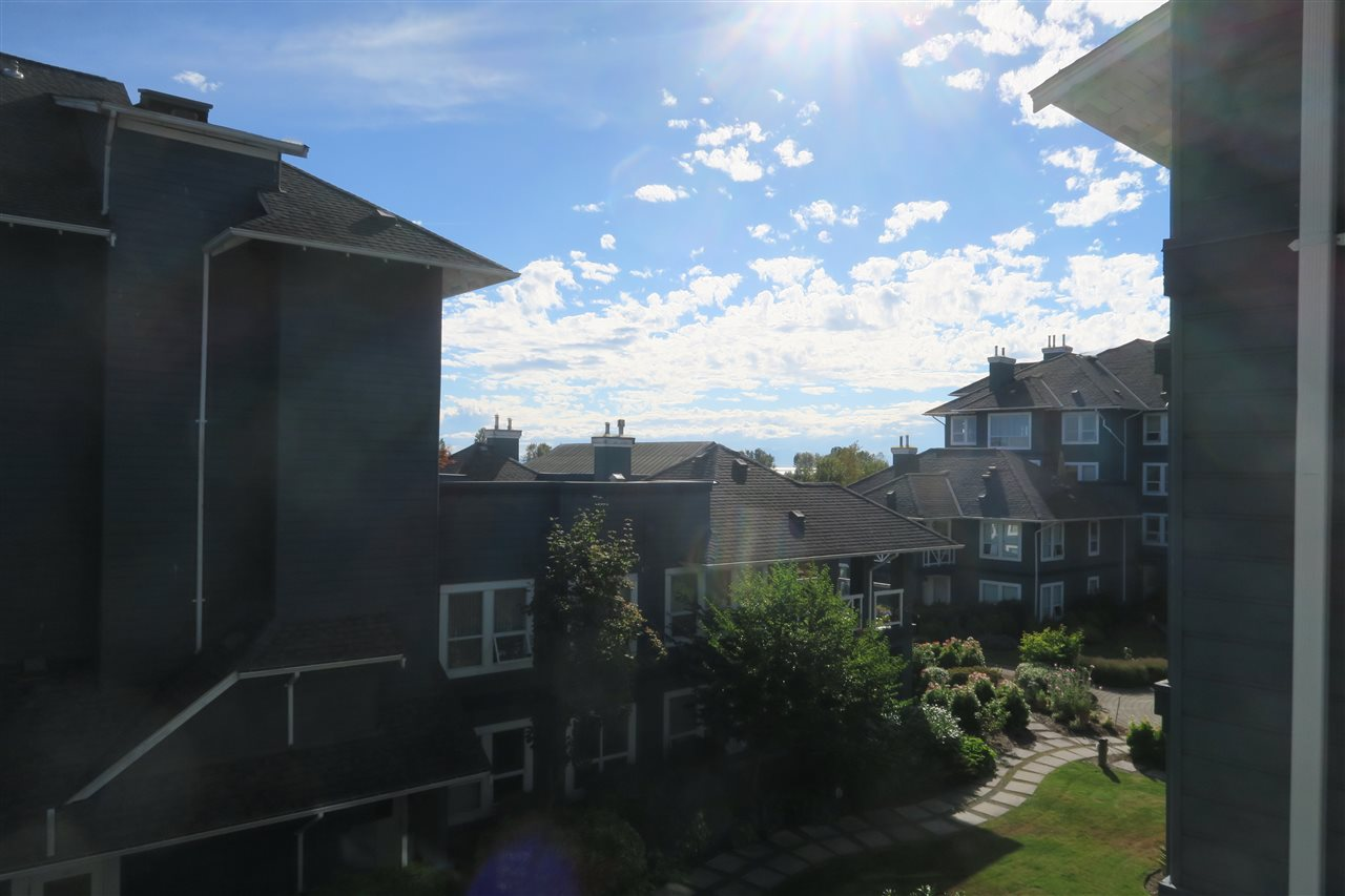 Condo Apartment at 320 12931 RAILWAY AVENUE, Unit 320, Richmond, British Columbia. Image 11