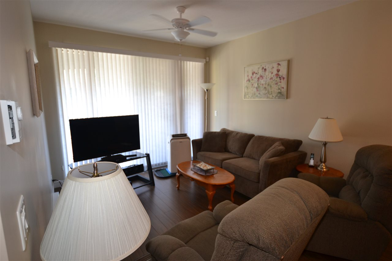 Condo Apartment at 206 33546 HOLLAND AVENUE, Unit 206, Abbotsford, British Columbia. Image 2