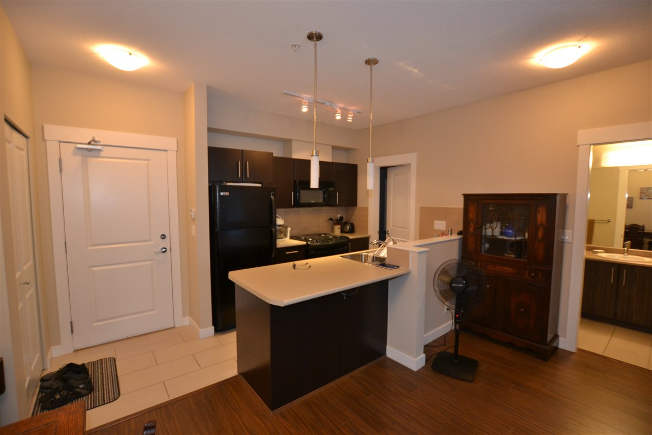 Condo Apartment at 206 33546 HOLLAND AVENUE, Unit 206, Abbotsford, British Columbia. Image 3