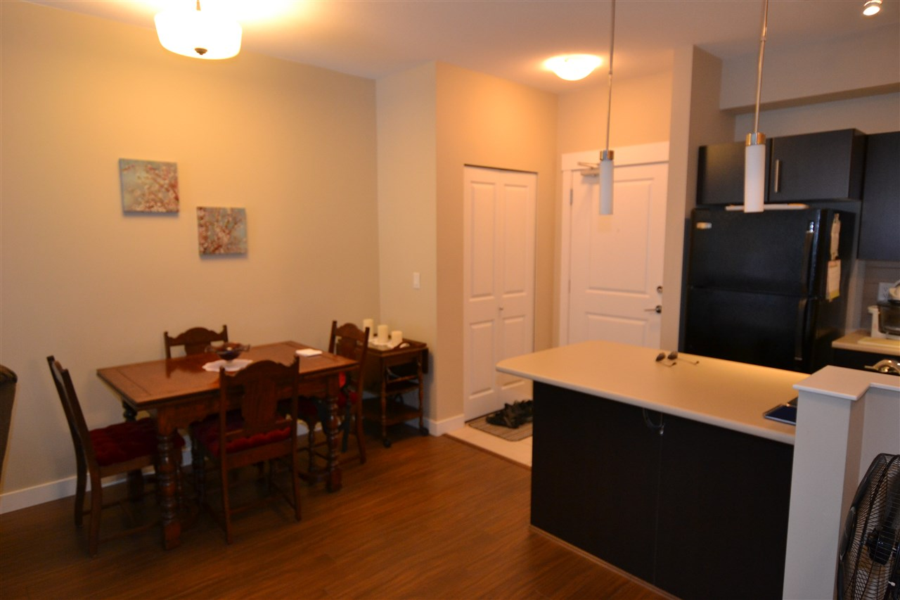 Condo Apartment at 206 33546 HOLLAND AVENUE, Unit 206, Abbotsford, British Columbia. Image 4