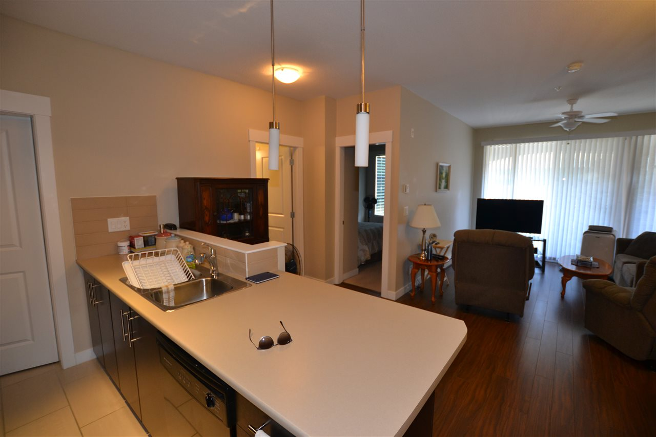 Condo Apartment at 206 33546 HOLLAND AVENUE, Unit 206, Abbotsford, British Columbia. Image 5