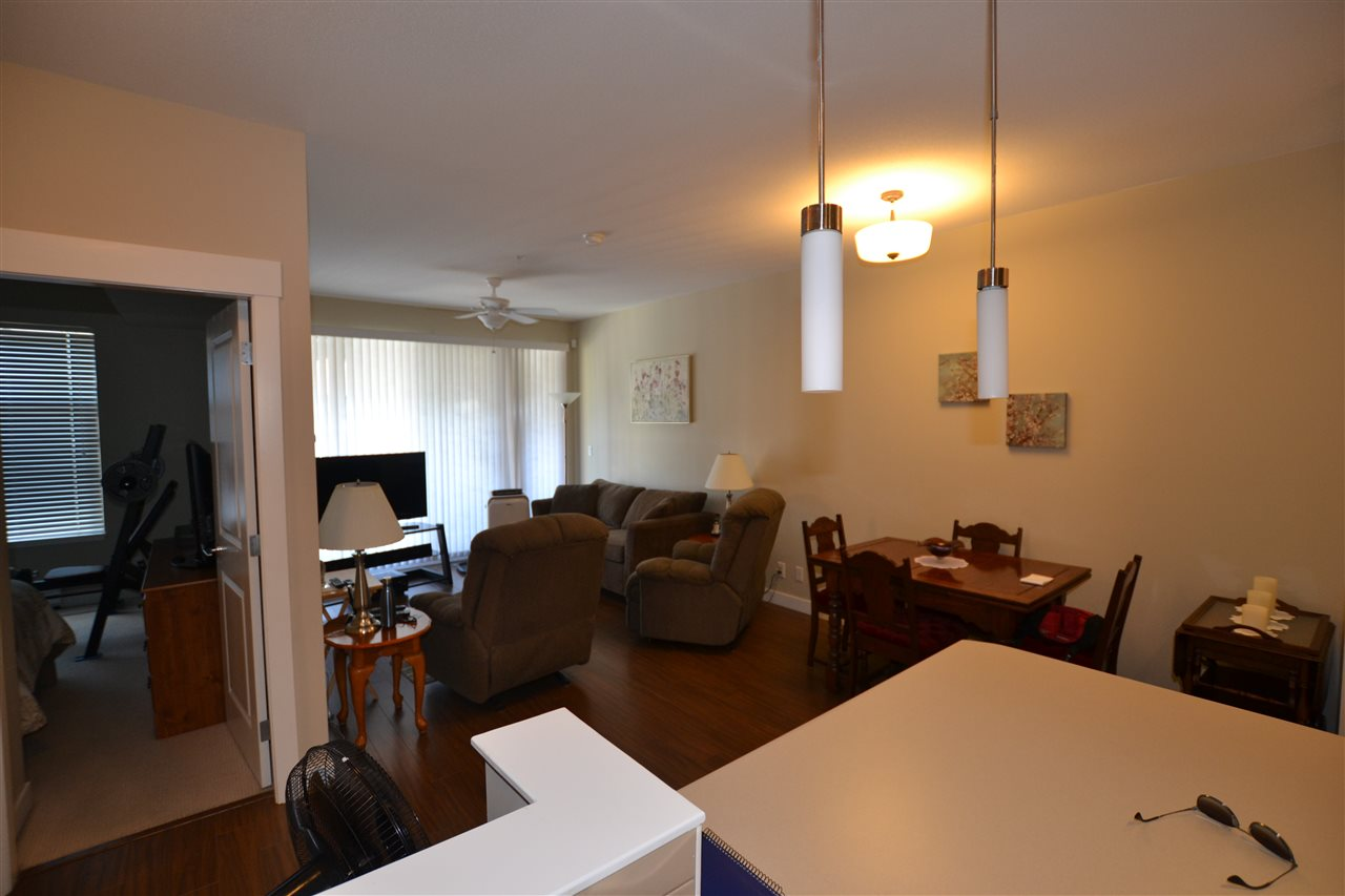 Condo Apartment at 206 33546 HOLLAND AVENUE, Unit 206, Abbotsford, British Columbia. Image 6
