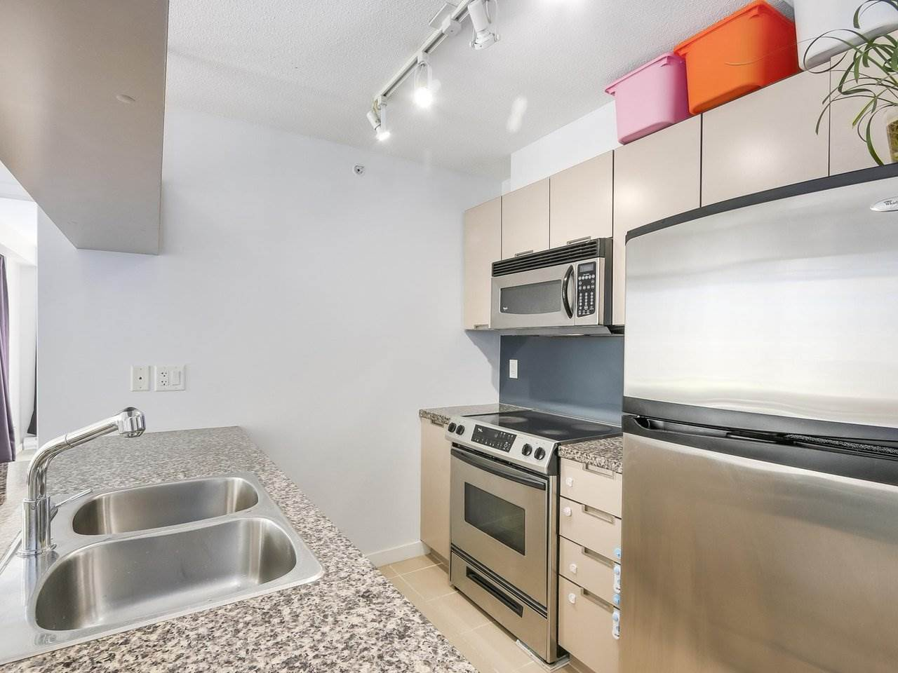 Condo Apartment at 808 1082 SEYMOUR STREET, Unit 808, Vancouver West, British Columbia. Image 3