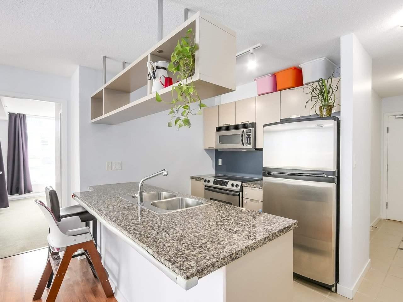 Condo Apartment at 808 1082 SEYMOUR STREET, Unit 808, Vancouver West, British Columbia. Image 4