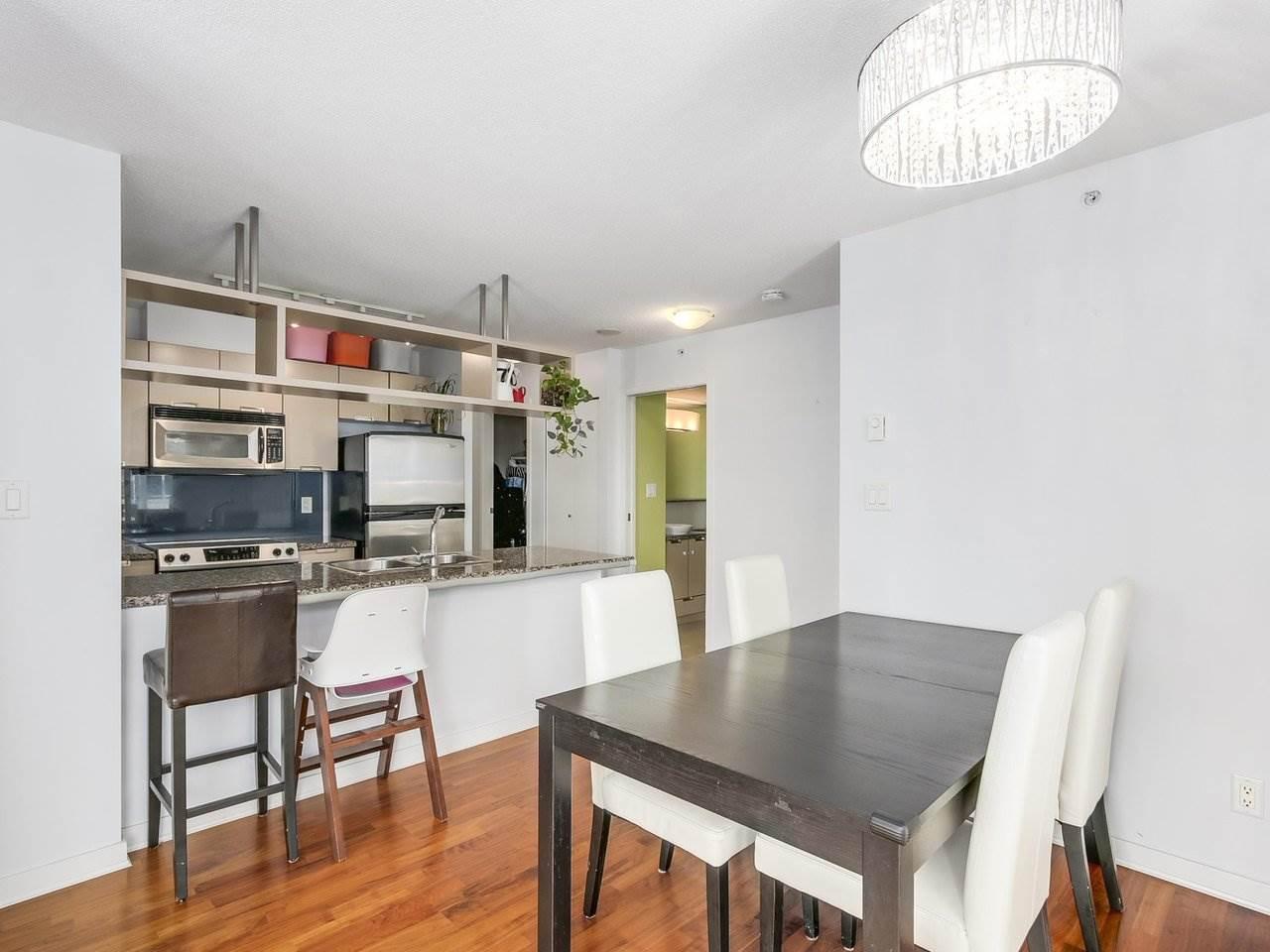 Condo Apartment at 808 1082 SEYMOUR STREET, Unit 808, Vancouver West, British Columbia. Image 5