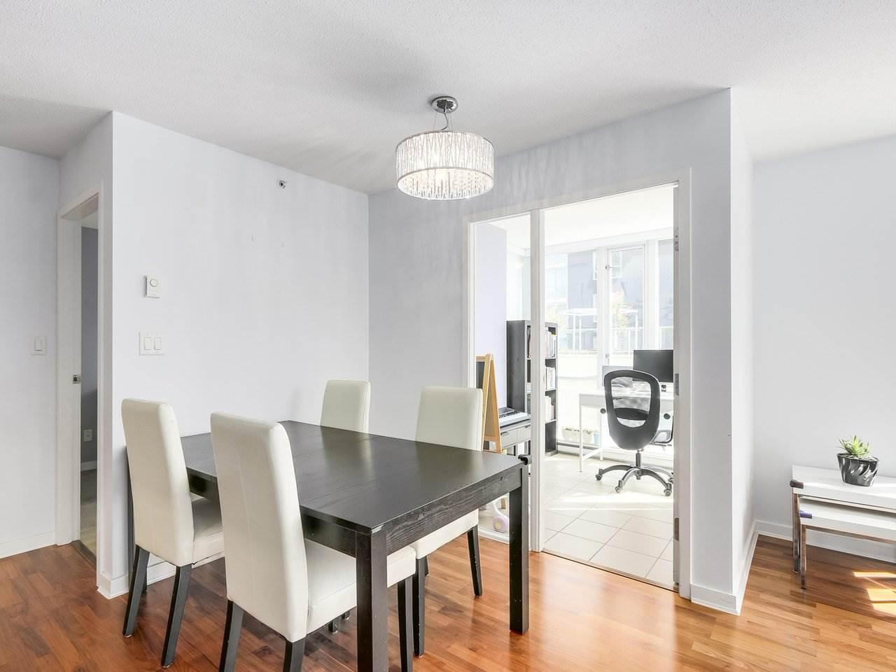 Condo Apartment at 808 1082 SEYMOUR STREET, Unit 808, Vancouver West, British Columbia. Image 6