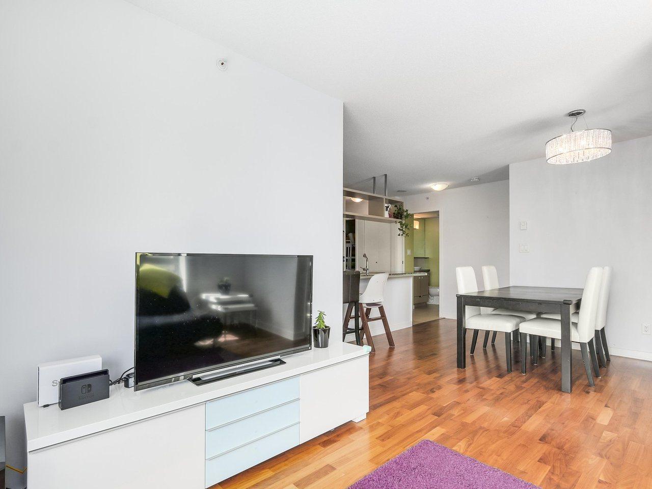 Condo Apartment at 808 1082 SEYMOUR STREET, Unit 808, Vancouver West, British Columbia. Image 8