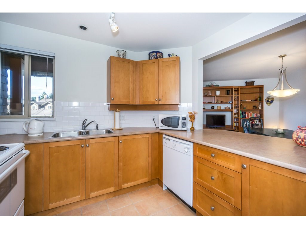 Condo Apartment at 309 15 SMOKEY SMITH PLACE, Unit 309, New Westminster, British Columbia. Image 11
