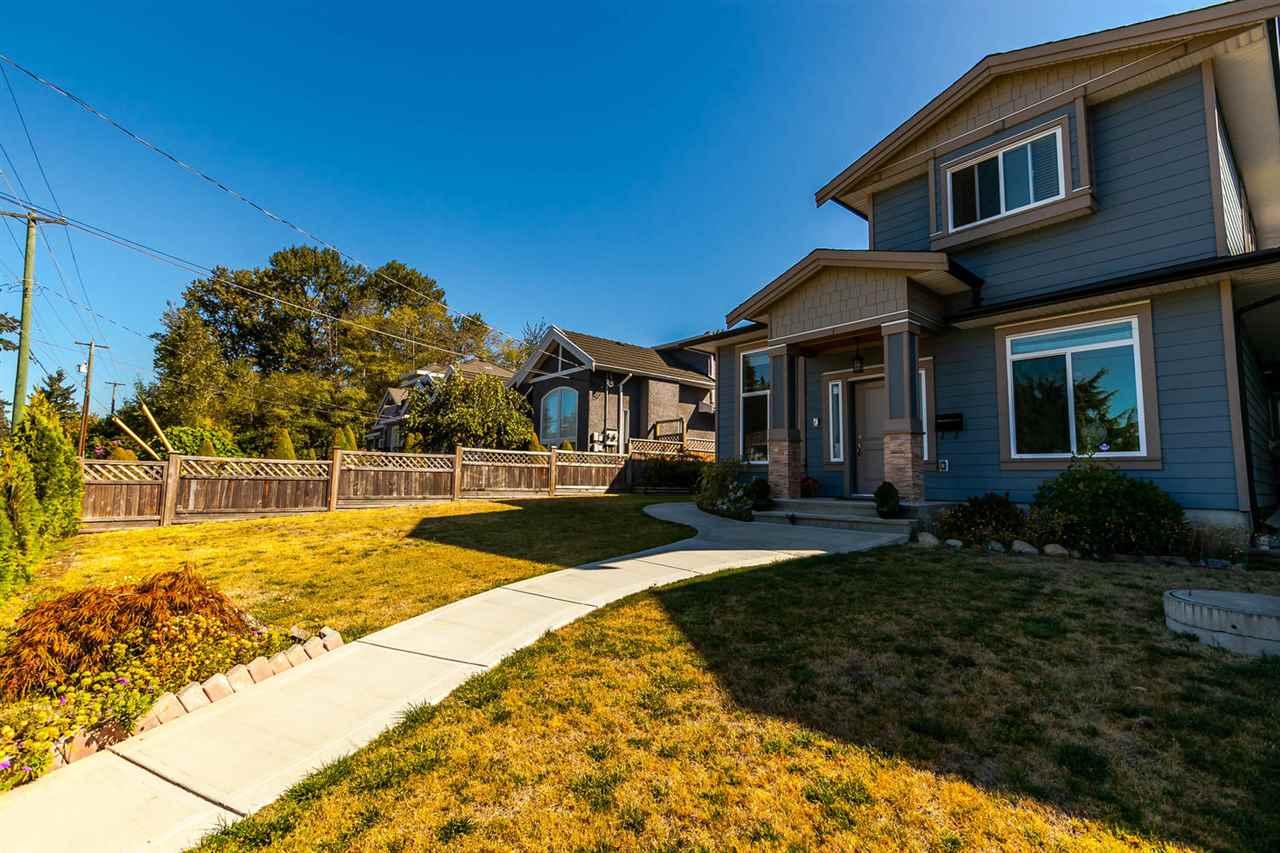 Half-duplex at 4266 CARLETON AVENUE, Burnaby South, British Columbia. Image 2