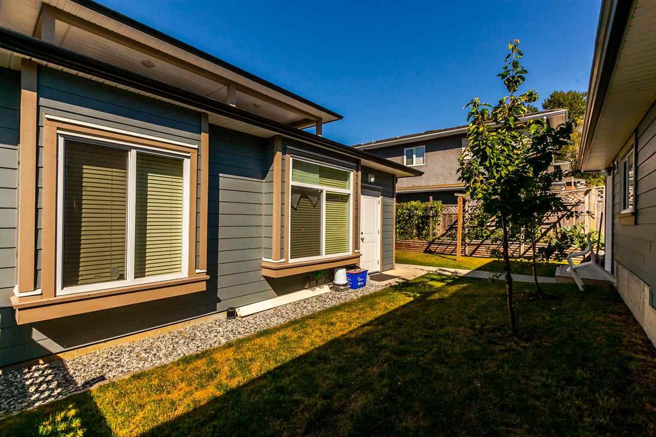 Half-duplex at 4266 CARLETON AVENUE, Burnaby South, British Columbia. Image 5