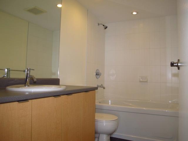 Condo Apartment at 1501 7555 ALDERBRIDGE WAY, Unit 1501, Richmond, British Columbia. Image 8