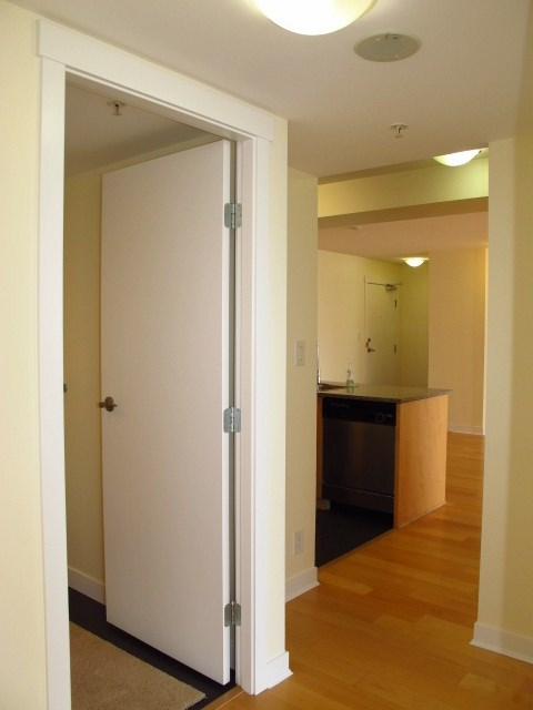 Condo Apartment at 1501 7555 ALDERBRIDGE WAY, Unit 1501, Richmond, British Columbia. Image 12