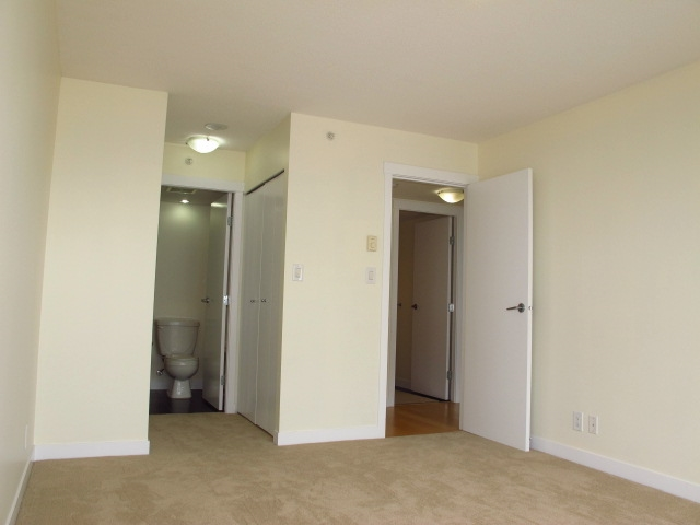 Condo Apartment at 1501 7555 ALDERBRIDGE WAY, Unit 1501, Richmond, British Columbia. Image 16