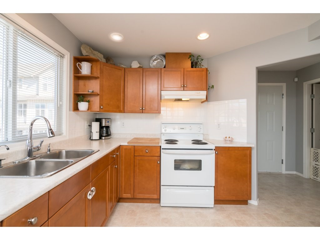 Townhouse at 33 46906 RUSSELL ROAD, Unit 33, Sardis, British Columbia. Image 9