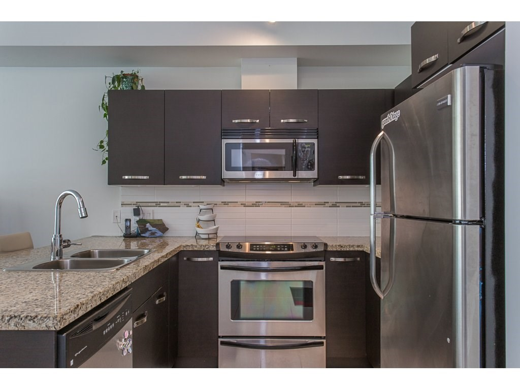 Condo Apartment at 309 33539 HOLLAND AVENUE, Unit 309, Abbotsford, British Columbia. Image 4